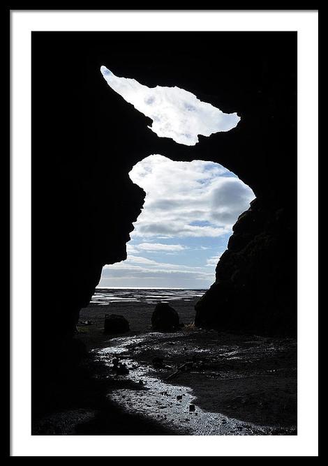 hjorleifshofdi-yoda-cave-entrance-silhou