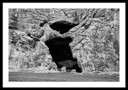 hjorleifshofdi-yoda-cave-entrance-in-sou