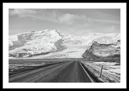 empty-isolated-rural-iceland-route-1-roa