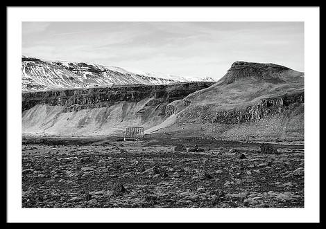 small-backroads-steel-bridge-in-icelandi