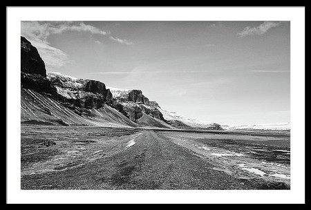 empty-gravel-f-road-heading-into-iceland