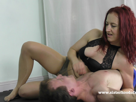 SOS0115 Shiny Pantyhose Scissor domination - Scorpion
