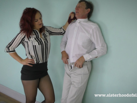 SOS0106 Scorpion humiliates Larry at the Office - Pantyhose Facesit, Scissorhold and Sissy Reveal