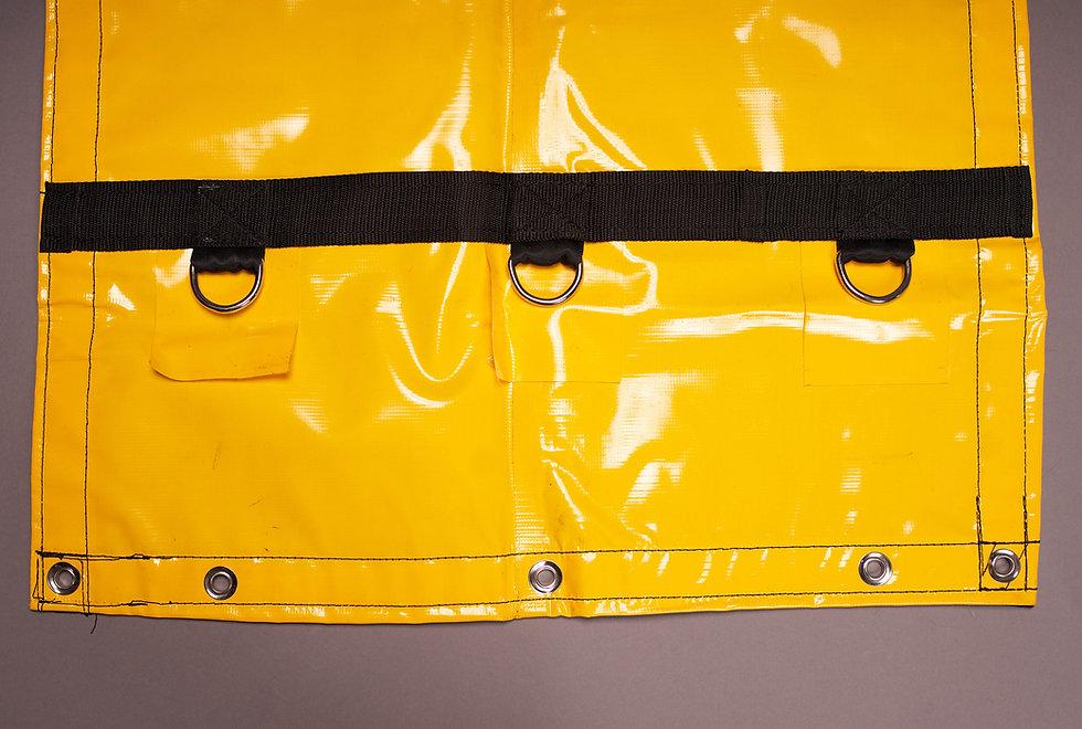 Su tejido de PVC vuelve a esta lona una de las más resistentes del mercado, además cumple la función de impermeable para el transporte del automóvil cubierto, almacén al aire libre, carpas, steel tarp, lumber tarp, etc.