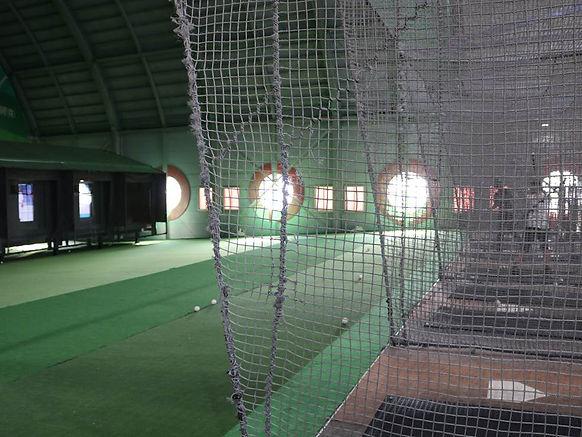 福岡県糟屋郡新宮町美咲にある新宮ドームバッティングセンターのバッティングエリアの写真です。