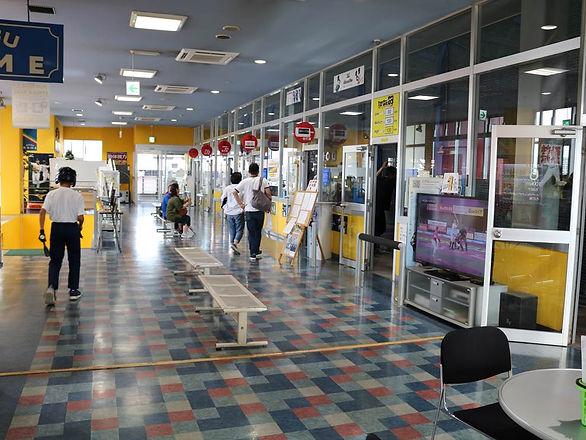 福岡県糟屋郡新宮町美咲にある新宮ドームバッティングセンターのフロアの写真です。