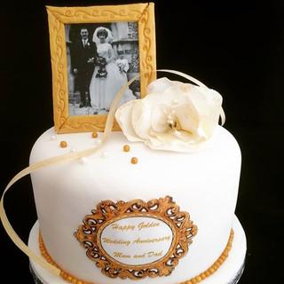 A beautiful vanilla sponge cake to celeb