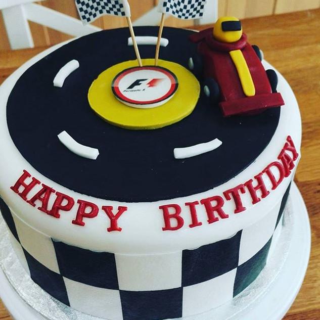 Formula 1 inspired cake! #carlovers #f1