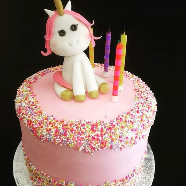 Cute Unicorn Cake! #chocolate #unicorn #