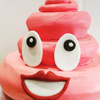 Pink Emoji Cake! #Strawberry #birthdayca