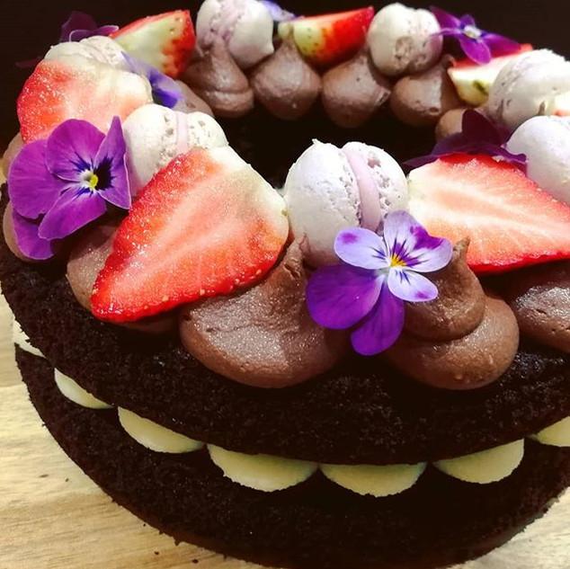 Sumptuous chocolate wreath cake decorate