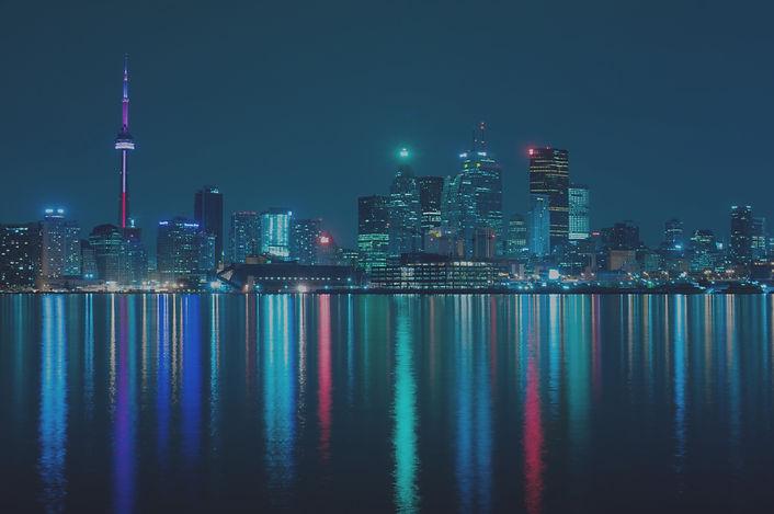 Night_skyline_of_Toronto_May_2009_edited