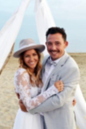 Mariage rock et boheme sur la plage-103.
