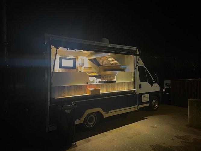 Foodtrucks Oostkamp. De beste frietjes op uw evenemetn komen van de frietkar van de Feestdis