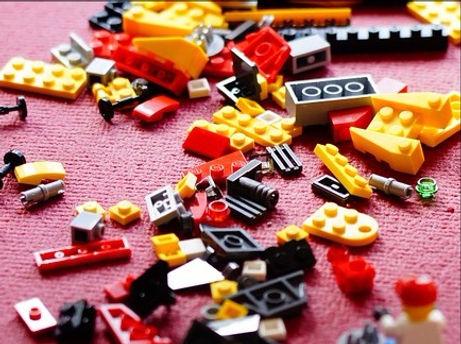 lego-708086_960_720_edited.jpg