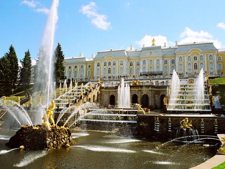 Ouverture des fontaines à Peterhof en 2019