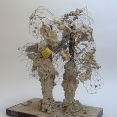 63cm x 56cm x 58cm  Clay, chicken wire, wood, latex glove, sponge and tape  2020  Golwg o'r cefn / Back view