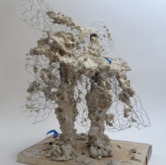63cm x 56cm x 58cm  Clay, chicken wire, wood, latex glove, sponge and tape  2020  Golwg o'r blaen / Front view