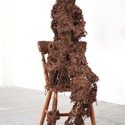 Ffigwr yn eistedd / Seated figure