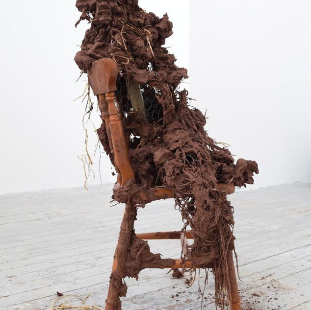 Ffigwr yn eistedd 2 / Seated figure 2