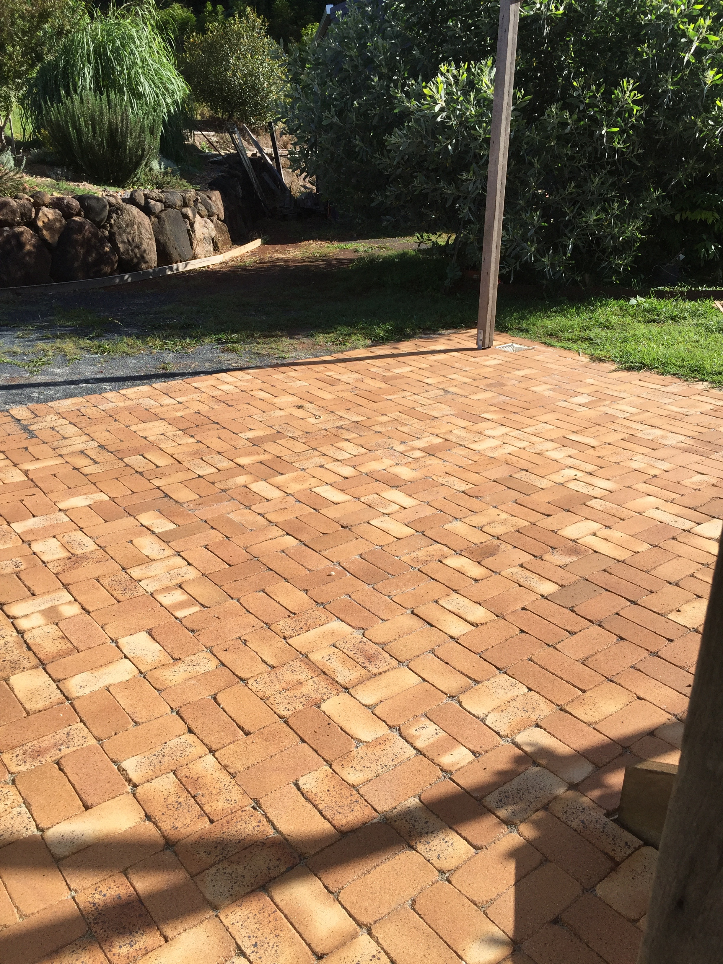 Claypave basketweave bond in Federal