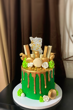 Drip Cake green and gold w. Candy.png