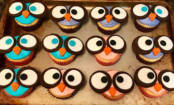 Who Gives a Hoot? Themed Cupcakes