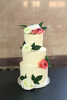 Traditional Tiered Wedding Cake with Grandiflora roses
