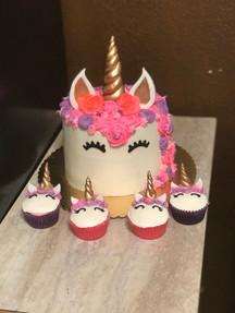 Unicorn with cupcakes