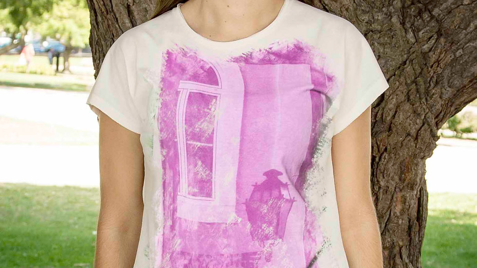 T-shirt Window with lamp