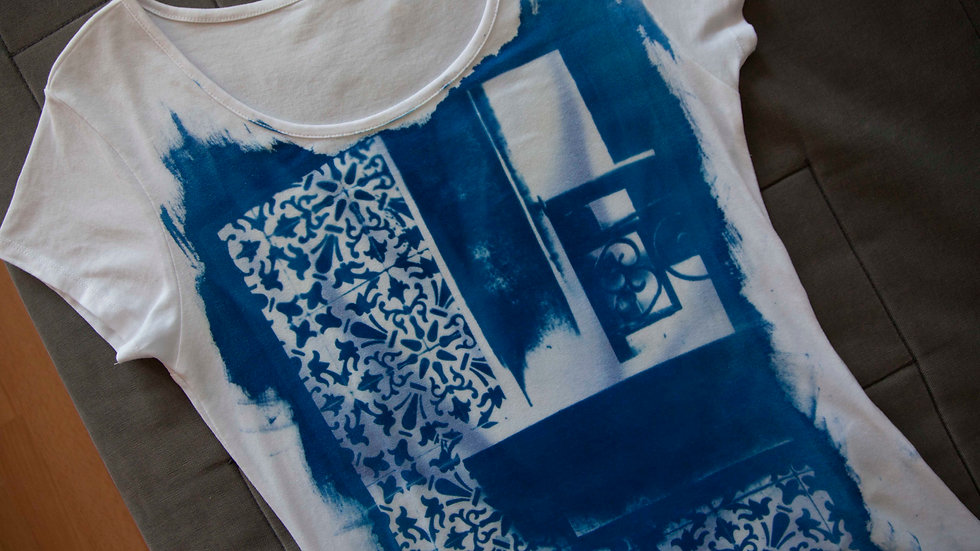 T-shirt Window with Tile
