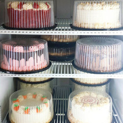 We're overflowing with _whole desserts_ this weekend! Call to reserve! (757)464-1455 💜✌🎂