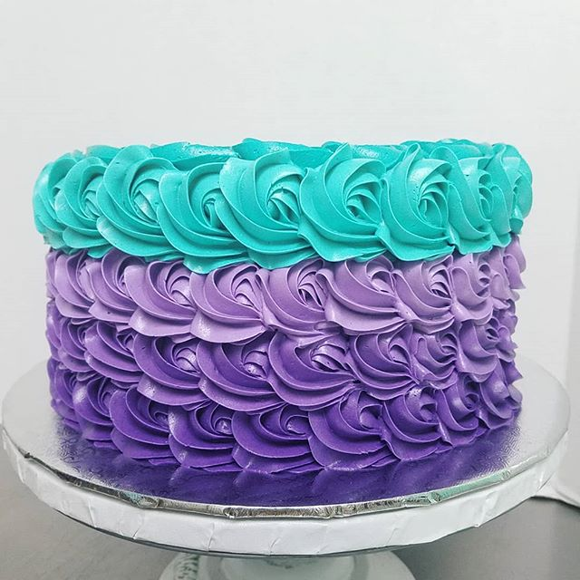 Buttercream rosettes for a mermaid party