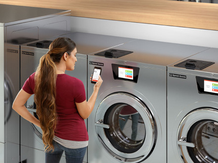 Technology & Laundromats: How Tech is Changing the Laundromat Experience