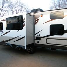 White Hawk: Length: 28' Interior Dry Weight: 6160 lbs Slideouts: 1 Sleep capacity: 6-7