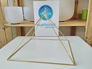 Disponivel agora Pirâmides de 30cm (Base) de Cobre Dourado (Proporções da Grande Pirâmide) Informaçõ