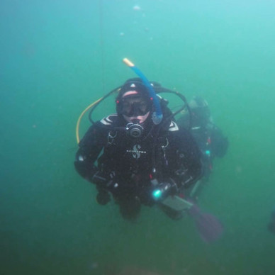 Serious diving pose!