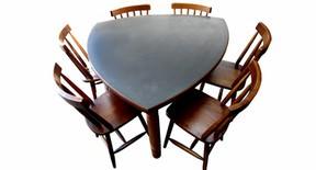 Mesa triangular fixa 120x120x120 com fórmica preta no tampo