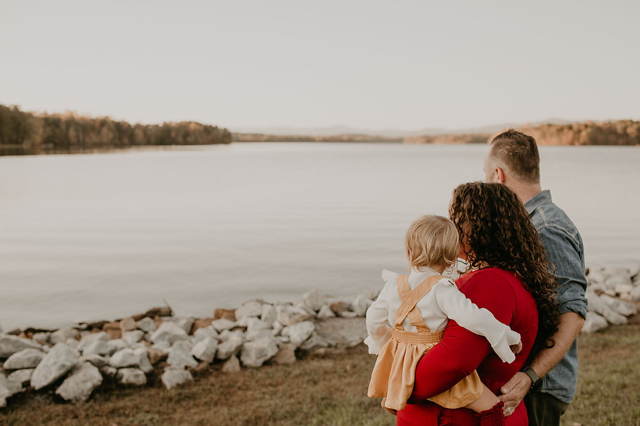 Maternity and family photographer
