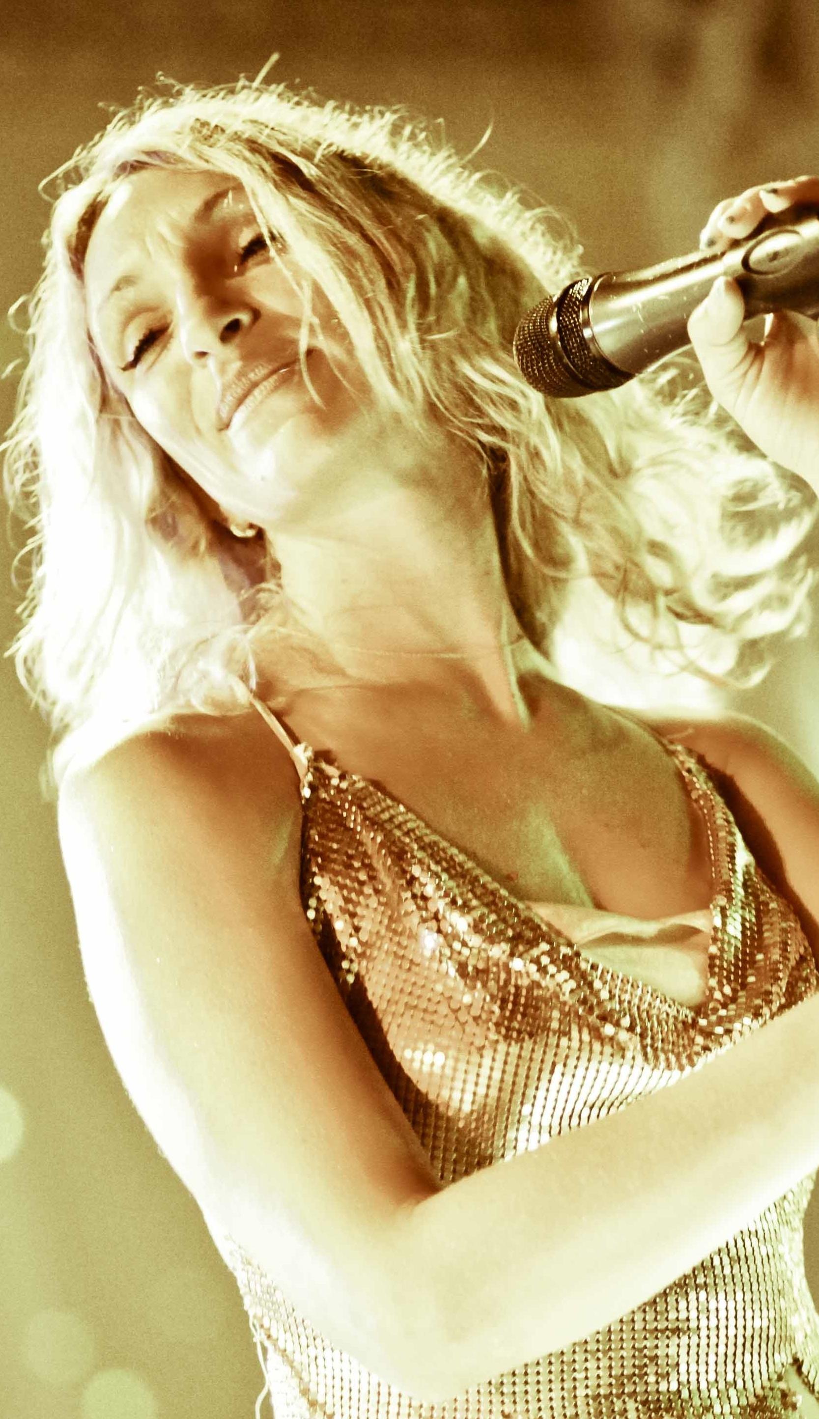 chanteuse V2 (2)