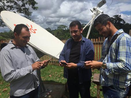 Prefeito e vice acompanham melhorias na estrutura escolar e internet na comunidade Oriente