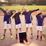 Mädchen, die Tupfentanz durchführen