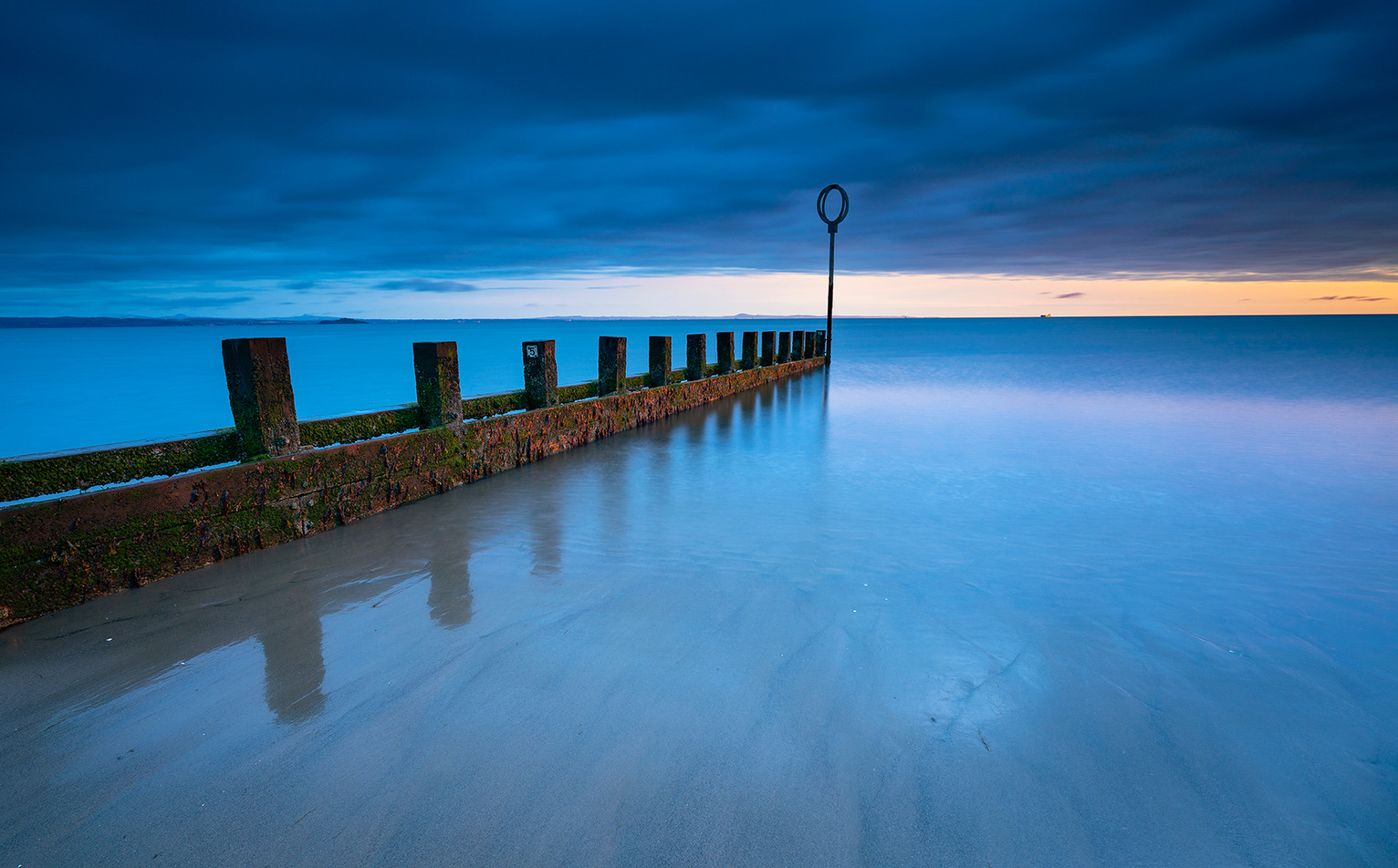 Groynes sunrise