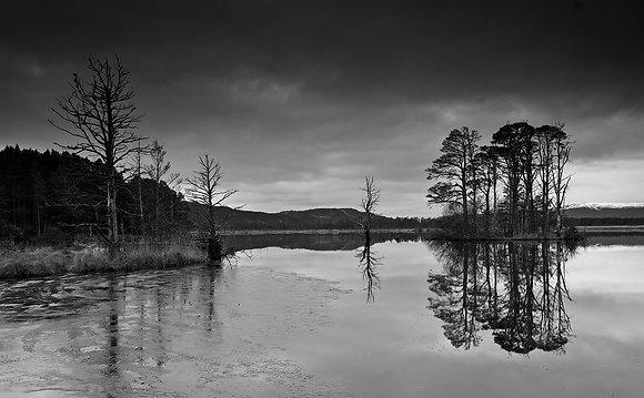 Cairngorm Loch Malachie Black & White