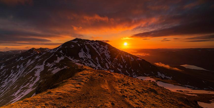Spring sunrise over Ben Lawers 2