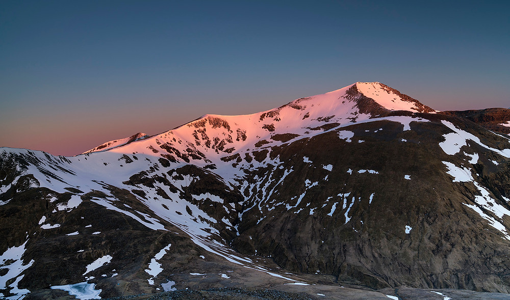 Spring sunrise over the eastern Mamores