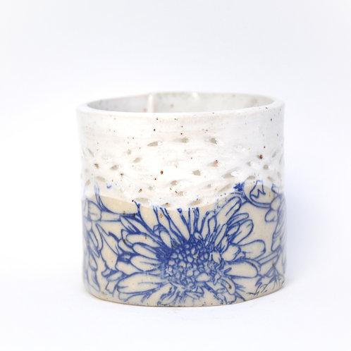 Blue daisy cup