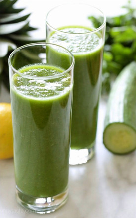 Spinach and Pineapple Smoothies