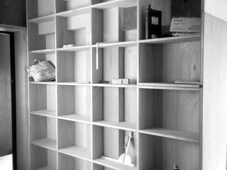 端正な本棚