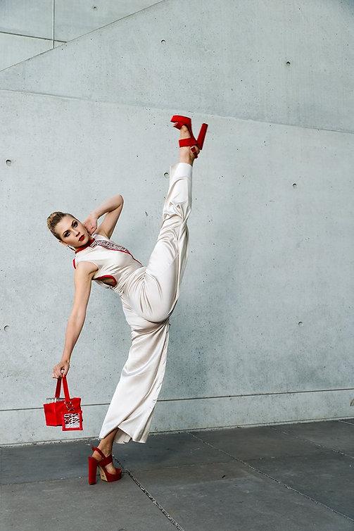 Tänzerin, Bühnentänzerin und Model aus München. Als Curvy Model arbeitet sie unter anderem für denHomeshopping Sender HSE24 und präsentierte unter anderem die Kollektionen von Lola Paltinger, Brian Renni und Britt Hagedorn. Buchbar für Laufsteg, Protrait, Bademoe, Werbedrehs, Wäsche, Mode, Fashion uvm.